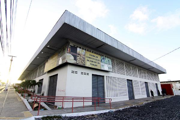 A Central de Comercialização, inaugurada em 2010, custou R$ 1,4 milhão. Até agora, o prédio não foi aberto para venda de produtos