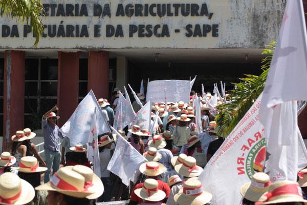 Os agricultores ficaram parte da manhã dessa quinta-feira acampados no Centro Administrativo