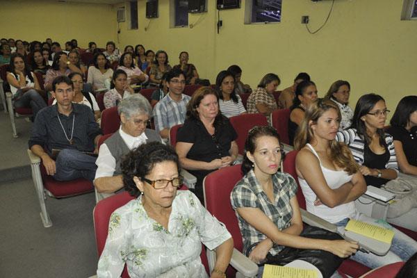 Educadores participam de encontro sobre alfabetização