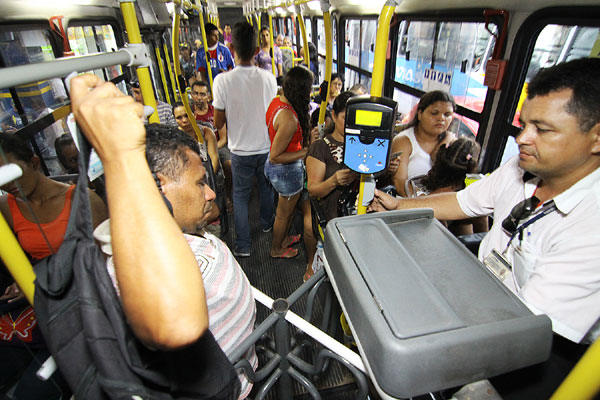 Onze capitais brasileiras têm reajuste na tarifa de ônibus em 2013; veja lista