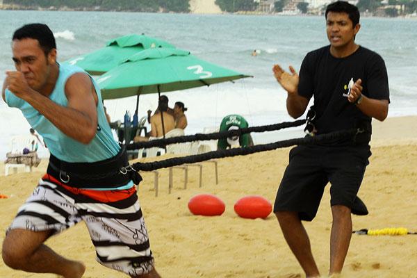 Muitos são adeptos da prática dos exercícios funcionais, principalmente, na praia de Ponta Negra