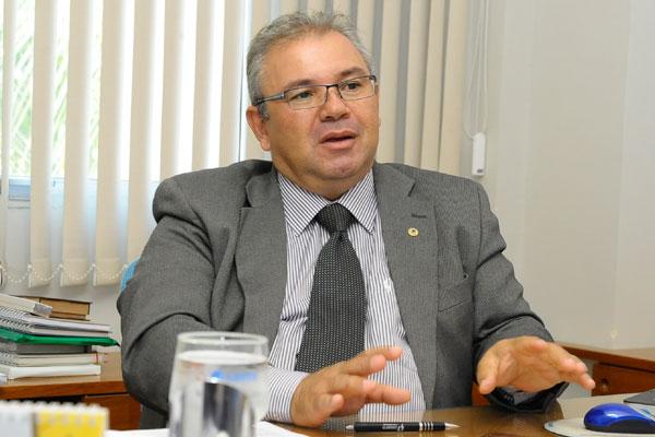 Yuri Tasso Duarte Queiroz Pinto tem 54 anos e é diretor-presidente da Caern