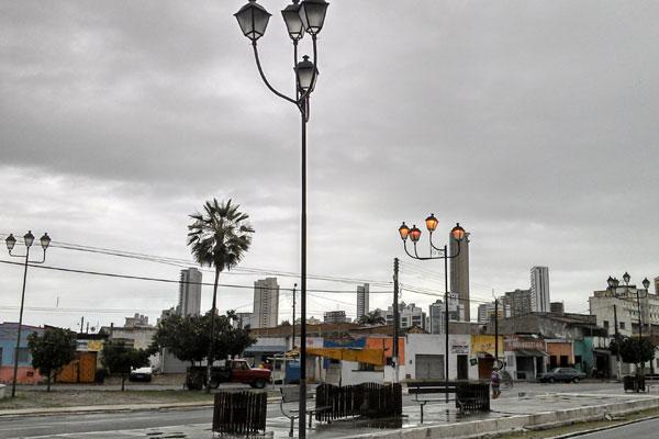 Na manhã de hoje (14) o céu esteve nublado em grande parte da cidade