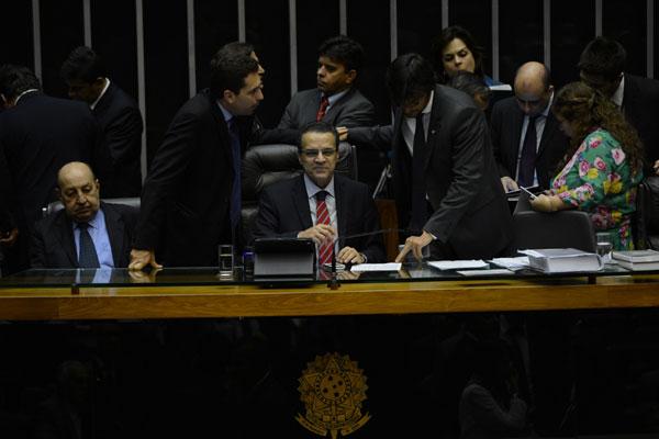 Henrique Eduardo Alves presidiu a votação da MP dos Portos