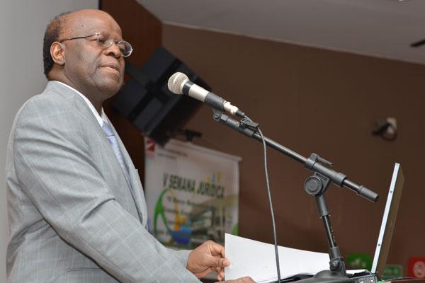 Joaquim Barbosa afirmou que a população não vê consistência ideológica nos partidos