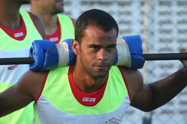 O técnico Roberto Fernandes vai poder contar com Júnior Negão, artilheiro do campeonato mineiro