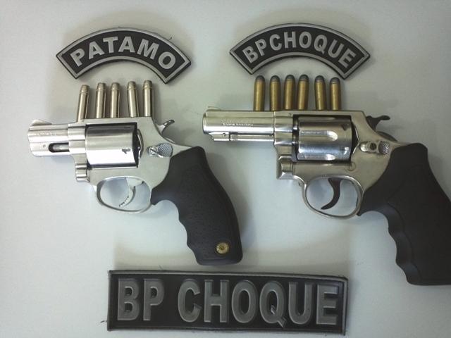 Foram apreendidos pelo BPChoque dois revólveres calibre 38 e onze munições