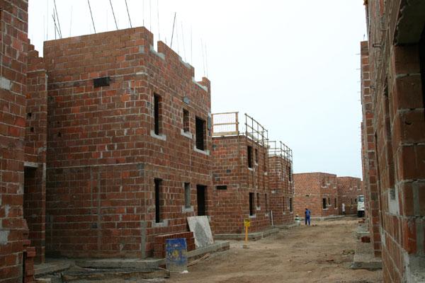 Até o fim de abril deste ano, a CEF analisava 74 empreendimentos em construção. Desde que foi criada, em março deste ano, a Central Telefônica da Caixa para o Programa já recebeu 7.907 reclamações