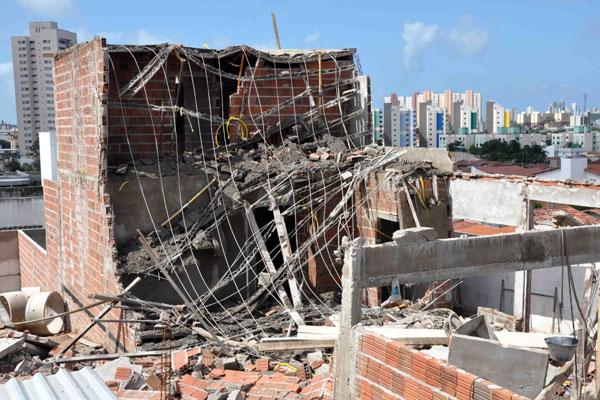 Residência foi isolada pelo Corpo de Bombeiros e poderá ser demolida após vistoria