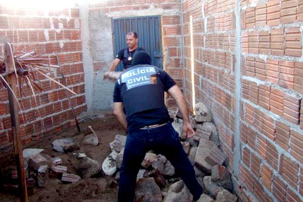Policiais civis buscaram drogas durante o cumprimento dos mandados