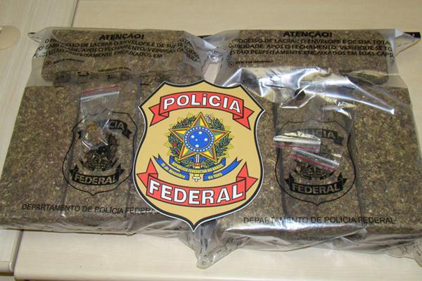 PF apreendeu quase 15 quilogramas de maconha em mal de homem que estava hospedado em Ponta Negra