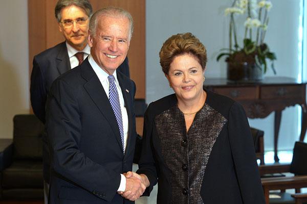 Durante encontro com Dilma, Joe Biden cita Brasil como exemplo de que desenvolvimento anda de braços dados com a democracia
