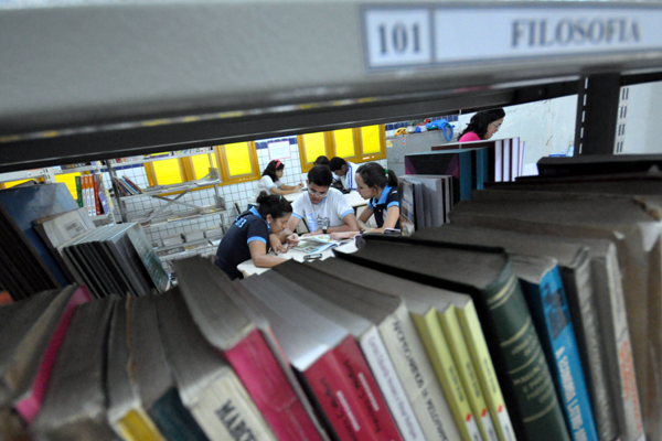 Muitos dos alunos da rede pública procuram biblioteca apenas para realizar trabalhos didáticos