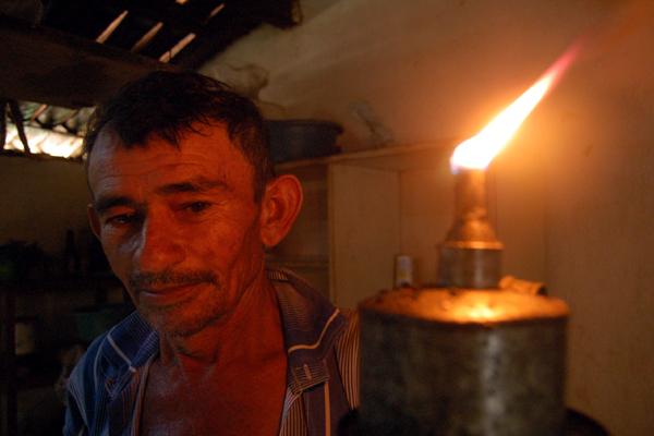 Luz para Todos aboliu a lamparina usada por milhões de pessoas nas áreas remotas do Brasil