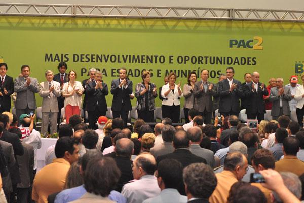 Presidenta Dilma Rousseff participa de solenidade, ao lado de ministros, da governadora, do prefeito e de parlamentares