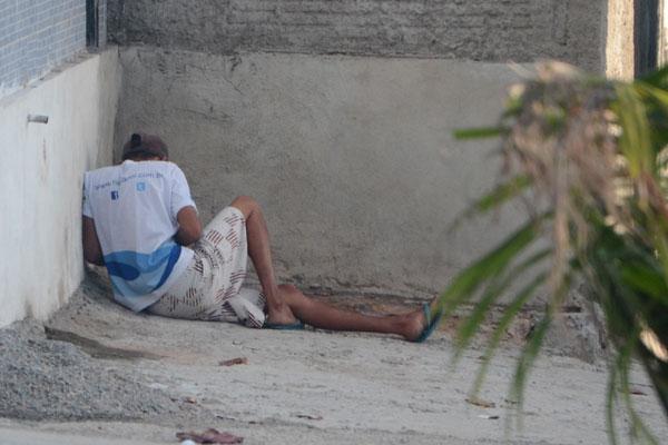 Nas esquinas e vielas da cidade, o número de usuários de crack aumentaram significativamente. Quando decidem lutar contra as drogas, eles enfrentam a falta de estrutura na rede de atendimento