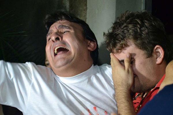 """Pai e filho se reencontram após o sequestro. """"Estamos agradecendo a Deus e a Polícia do Rio Grande do Norte e do Estado do Ceará """""""