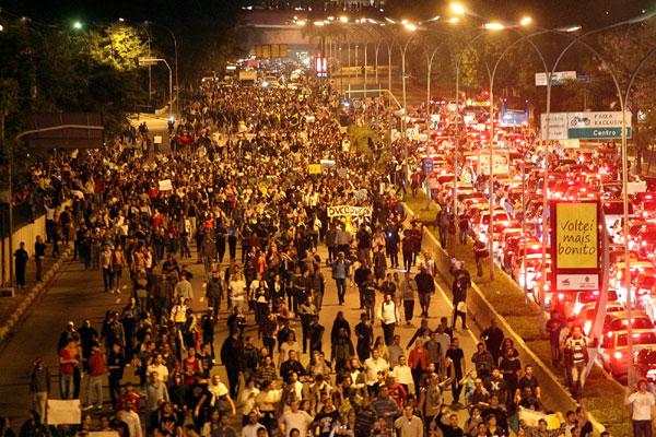 Em São Paulo, protestos nas ruas e nas redes sociais pedem também saída do governador