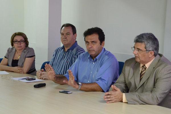 Em coletiva, na tarde de ontem, Carlos Eduardo anunciou redução
