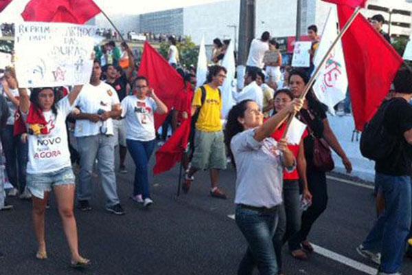 Depois de hostilizados, em Natal, militantes deixam o protesto