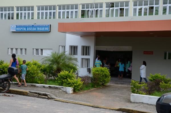 Hospital não tem materiais básicos como esparadrapo e falta de profissionais impede atendimento de novos pacientes