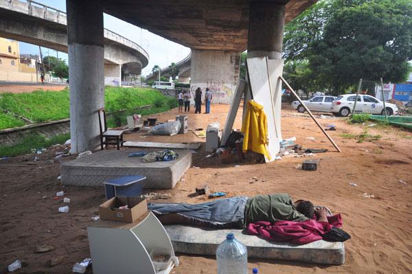 Moradores de rua resistem em sair da área das imediações do Baldo e obras ficam emperradas
