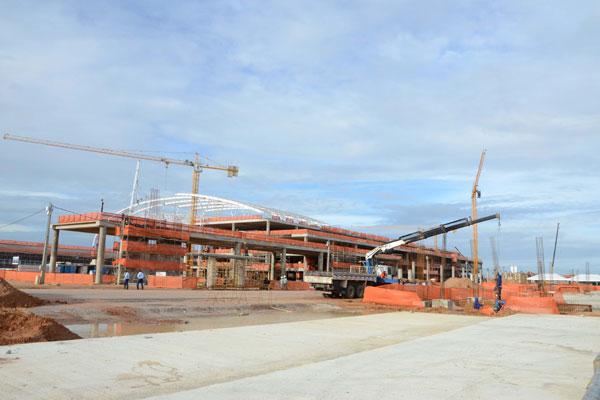 O aeroporto de São Gonçalo está em construção e deve começar a operar em abril de 2014