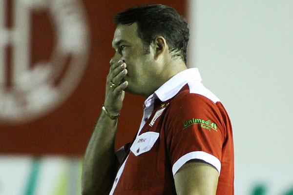 Roberto Fernandes voltará a modificar o time contra o Alecrim