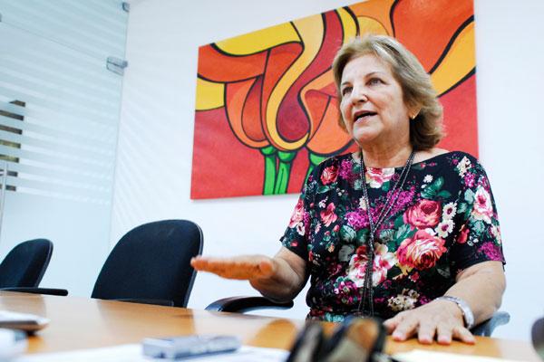 Justina Iva, secretária de Educação de Natal: Com a baixa remuneração, o professor fica preocupado em manter a casa, deixar os filhos, isso reflete no trabalho