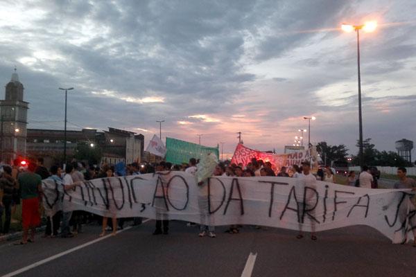 Protesto reuniu cerca de 150 pessoas em Parnamirim