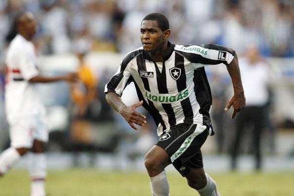 O atacante Jobson estava no São Caetano/SP e foi oferecido ao América, pelo seu empresário
