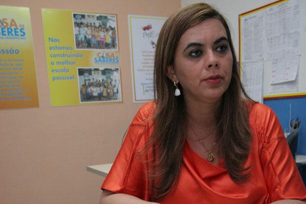 Cláudia Santa Rosa: É preciso maior proximidade escolas-universidades, o professor sair com seus diplomas e sabendo as realidades e preparados para enfrentar