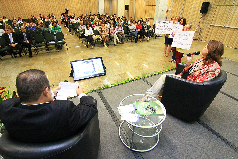 Marcos Lael de Oliveira Alexandre, superintendente regional do Sesi, mediou debate com secretária