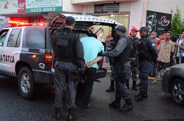 Suspeito negou envolvimento com crimes, mas foi levado pela polícia