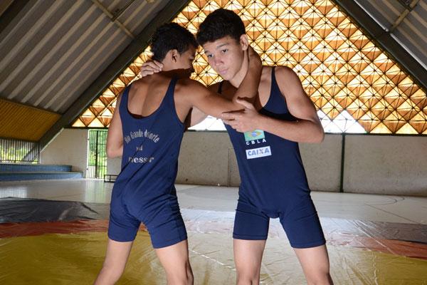 Os atletas treinam em um ginásio que fica dentro do Caic
