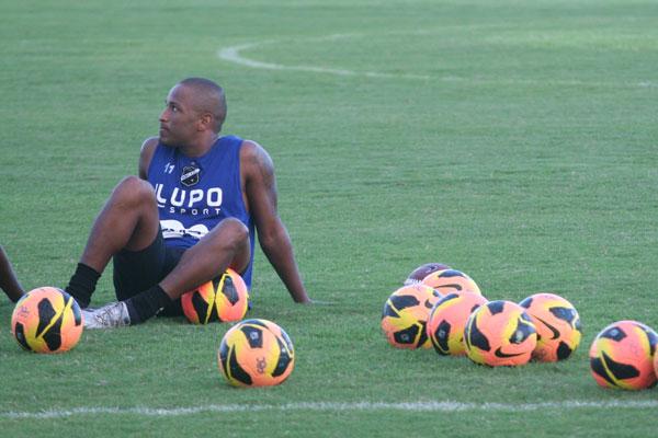 Após muito tempo longe dos treinos com bola, aos poucos  Rodrigo Silva retorna aos trabalhos e deve estar liberado em breve