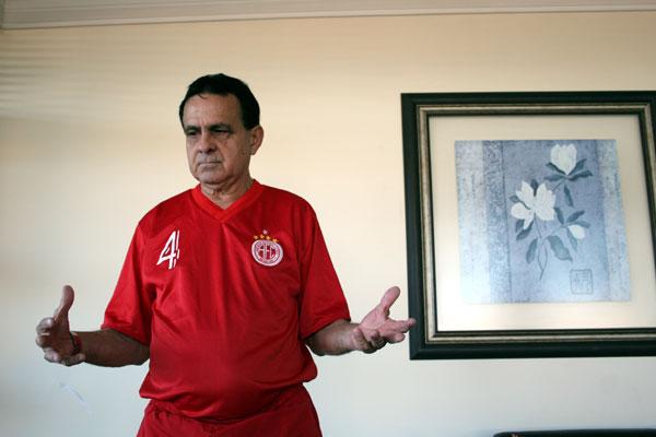 O treinador Arthurzinho é uma das atrações do América/Cavaleiros do Forró na competição