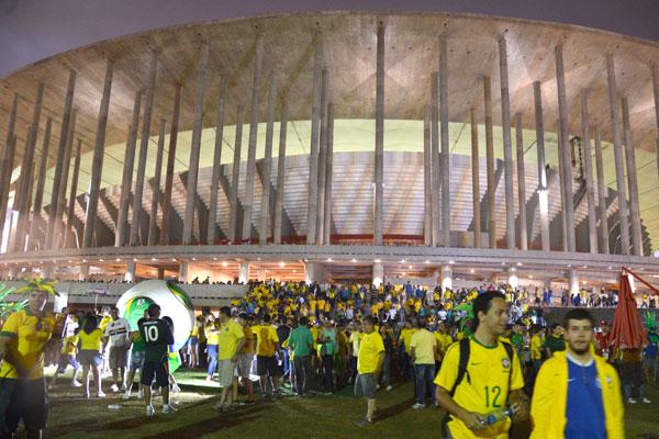 Estádio Mané Garrincha após jogo entre Brasil e Japão, na Copa das Confederações: Movimento