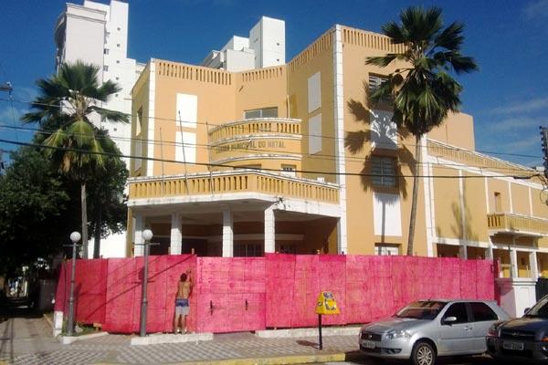 Câmara Municipal do Natal está protegida por tapumes