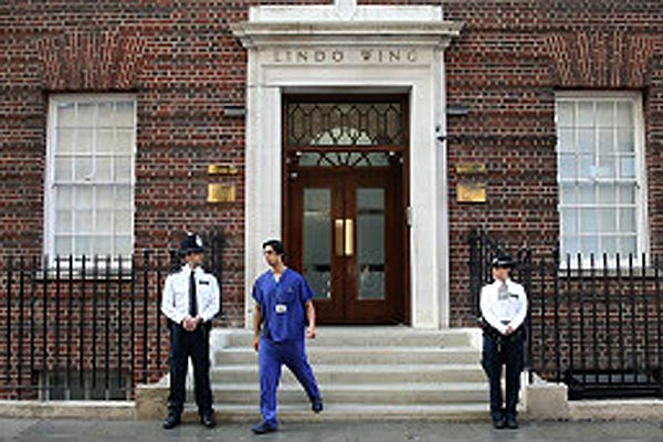 Criança nasceu no mesmo hospital que o pai, em Londres