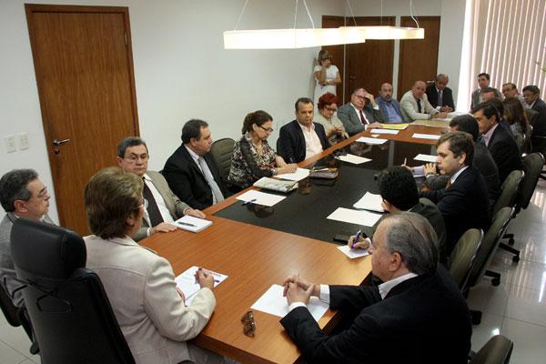 A governadora Rosalba Ciarlini reuniu a equipe de secretários e anunciou cortes na administração