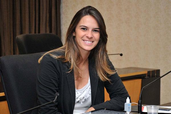 Júlia Arruda alerta sobre riscos de atrasar processo licitatório