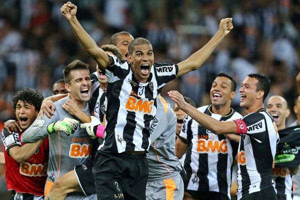 Após o apito final, ninguém conseguiu conter a emoção pelo lado atleticano, que conquista sua primeira Libertadores
