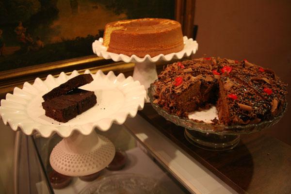 Doces e bolos são algumas das delícias que acompanham os ótimos cafés