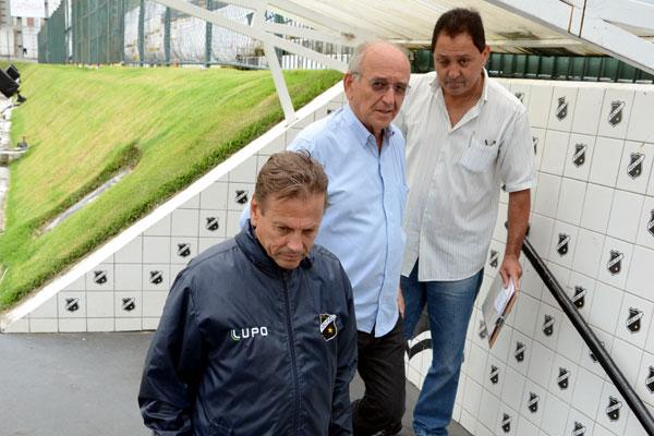 O técnico Waldemar Lemos vai analisar alguns jogadores