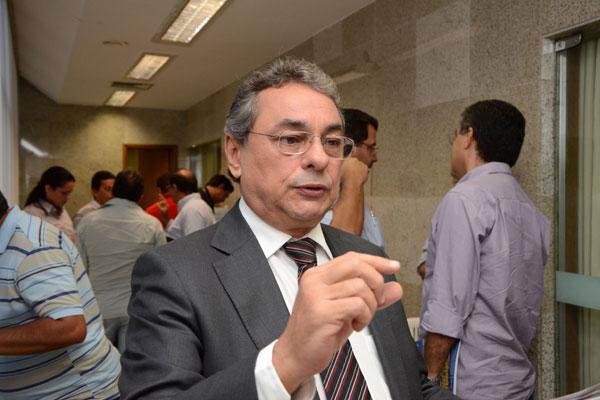 Obery Rodrigues assinou o decreto com os ajustes no orçamento