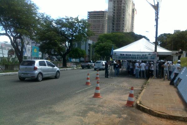Início da manifestação foi em frente ao Hospital Walfredo Gurgel