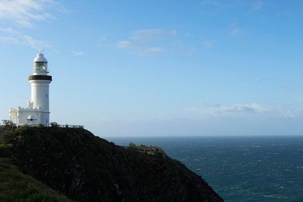 Casal visitou Byron Bay que é o ponto mais oriental da Austrália continental, e que tem um farol como marco. Mas nesta época do ano, o frio é muito forte na região