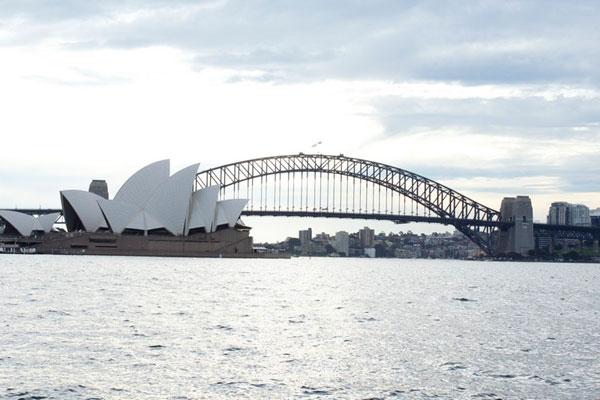 Sydney não encanta, mas agrada. Famosa pela Opera House (foto), tem também muitos parques