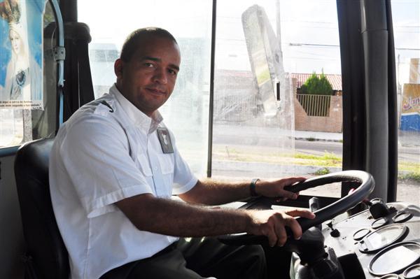 Segundo o motorista do ônibus assaltado, Afrânio da Silva Lima, o bandido não passou da roleta